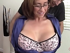 MILF Eva Notty flirtet mit dem Vermieter - MORE MILF on hotmilfsxxx.net