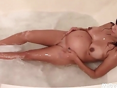 Leticia'_s Pregnant Bubble Bath!