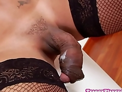 Tranny amateur jerks until cumshot