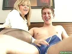 Deidra gets turned her friends son